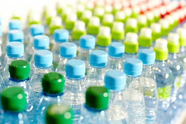 Вода в бутылках мертвая